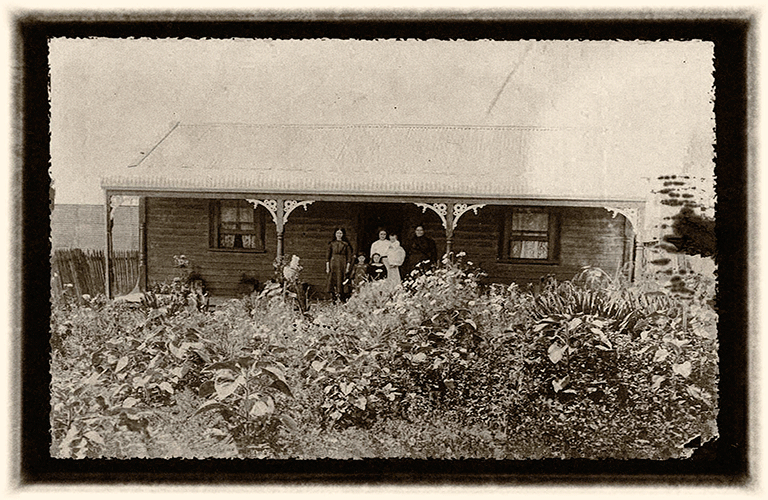 Glyde In cottage c1900